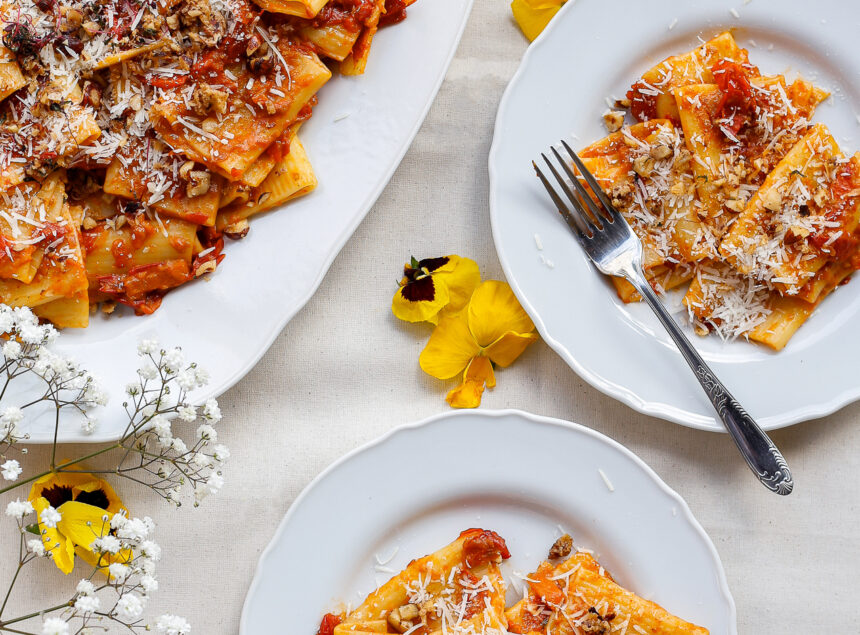 Pasta with cherry tomatoes and a hazelnut crumb